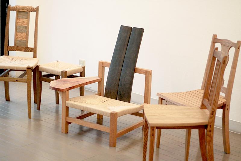 HIKARIで製作した椅子の展示風景