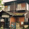 開所時に借りていた古い一軒家の外観